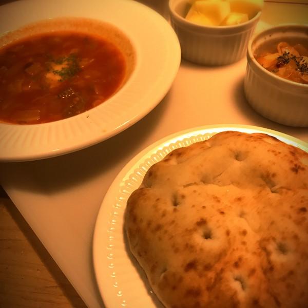 フォカッチャとミネストローネの朝食