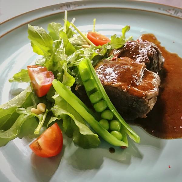 牛スネ肉の赤ワイン煮